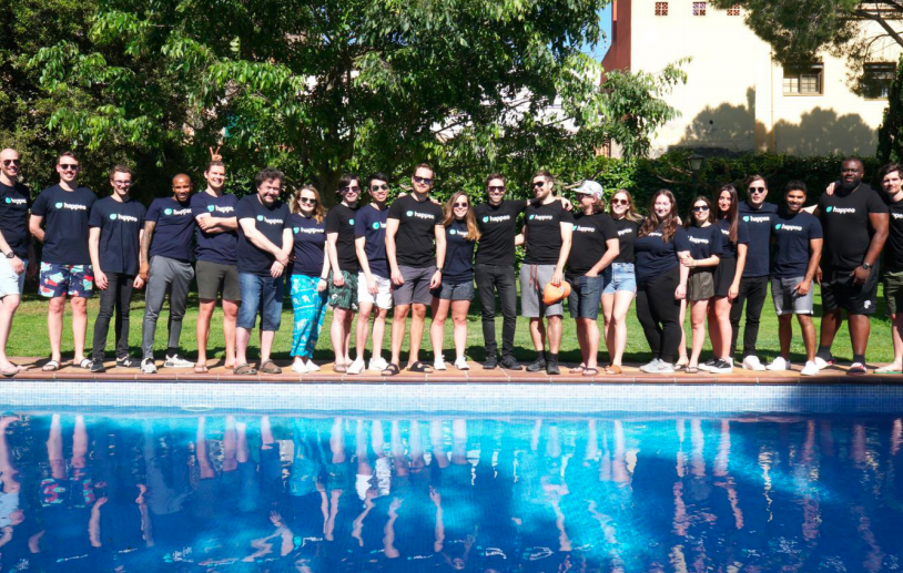Photo of the happeo team, client of PRLab.